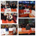 RT @JoelleGarguilo: We've got an awesome @TODAYshow crowd today! Come visit us and join the party! #TODAYplaza http://t.co/WmJLhvI6V7