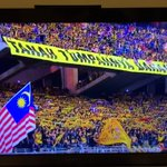#Malaysia fans cheer their team despite their 4-3 aggregate loss to #thailand in #AFFSuzuki2014 final. #respect http://t.co/PT3UKrcYAv