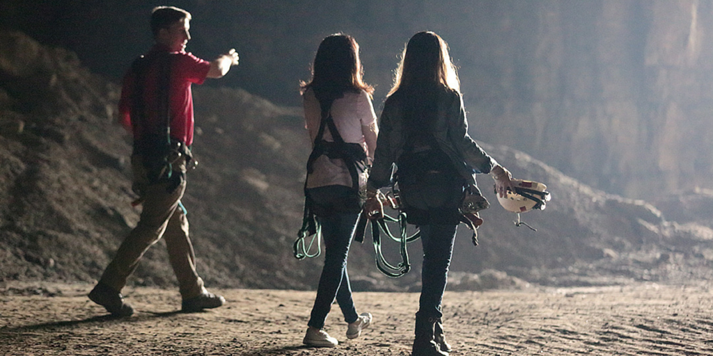 The adventure begins. Off the Map With @DohertyShannen & @H_Combs premieres Jan. 2 10/9c! #ShannenAndHolly http://t.co/QhRyzrbduD