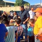 Estamos en el barrio Santa Rosa II, trayéndole unos balones a los Messi del futuro. http://t.co/Sl5P57aLoe