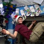 .@fabfazio Certo che abbiamo l'alberello di Natale,persino le calze per i regali. Buon Natale a tutti! #chetempochefa http://t.co/5cTqumACkk