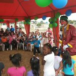 #Machala   Jóvenes @CRCUnionPais con apoyo de Gob. @CavoZambrano realizaron agasajo a niños del barrio #BlancaGarcia http://t.co/fqJ9FNJYyj