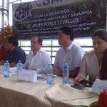 Gob. @CavoZambrano acompaña a Ministro de @AgriculturaEc Javier Ponce en cantón #Pasaje presentación de #RedBANAVID http://t.co/FkVdodcewT