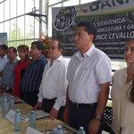 Ministro @AgriculturaEc @JavierPonceC presente en #Pasaje #ElOro lanzamiento de programa BANAVID, @karycordovas http://t.co/rMbyA496Zn
