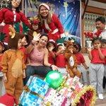 Vicepresidenta Asamblea @marcelaguinaga entrega juguetes por #Navidad en colegio en suburbio #Gye / @eluniversocom http://t.co/46uKnIXdNT