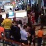 ¡Se volvieron locos! Así fue el saqueo de la zapatería en Maracaibo (Video) http://t.co/cBMfy9Rf3B http://t.co/uWtsldj6ET