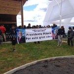En inauguración de playa Pucará de Villarrica, adherentes de Piñera desplegaron lienzo http://t.co/BeeCGcMmHo