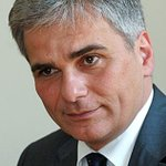 Канцлер Австрии выступил против новых санкций в отношении России http://t.co/YB3HjOaFjV http://t.co/9nSvlF6wPy