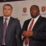 Сегодня Крым посетил Министр климата Зимбабве. Вызывание дождя, снятие порчи. http://t.co/zhSCu4JGLC