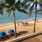 CU mens basketball taking in the beach/ocean post-breakfast @DiamondHeadClsc #gobuffs http://t.co/JAXnqmA2F9