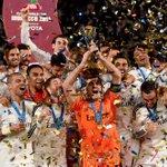 #MundialDeClubes | La final @realmadrid v @SanLorenzo, en imágenes: http://t.co/d5gfgHN1n9 http://t.co/btjECx6LfH