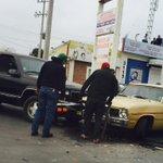Accidente en Abasolo y Av Las Américas. Vialidad complicada, hay derrame de aceite @BomberosArteaga @SaltilloPC http://t.co/dgRnJ0aPCB