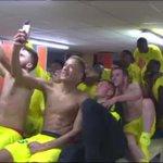 Séquence chant de la victoire / selfies dans le vestiaire du @FCNantes ! #FCLFCN #JDF http://t.co/DuoXlTbd4Y