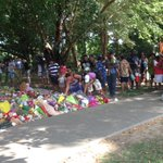 Heart wrenching scenes as family of 8 children killed in #Cairns place tributes near the scene @abcnews @abcnews24 http://t.co/3fxBYipBGf