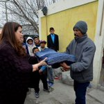 Hoy @caroviggiano entregó cobijas en el sector poniente de #Saltillo como parte del Operativo Abrigo @jaimebuenoz http://t.co/YsXNLIbTYu