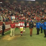 #49ers Aldon Smith leaving the field with a minute left. http://t.co/9ybOIp1GV3