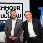 """Affaire #Zemmour / iTELE suite : Paris Premiere maintient lémission """"Zemmour & Naulleau"""". http://t.co/vHPp7k4AWE http://t.co/P9oJplN92K"""