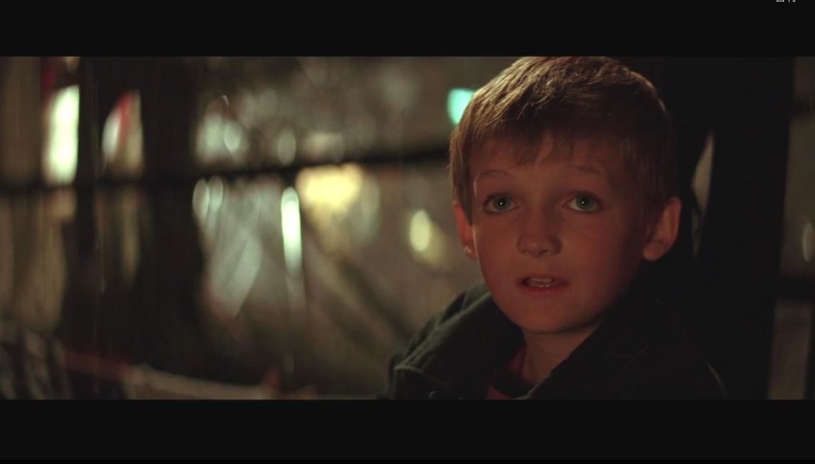 重新看蝙蝠侠,发现一个小孩好眼熟,好像乔佛里…翻了一下,果然是他... http://t.co/24SW5VVQFP