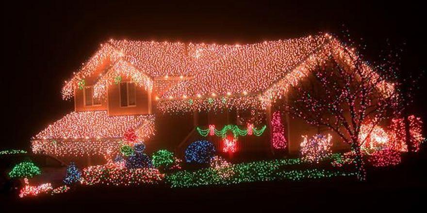 Hier hoeven ze niet bang te zijn dat de #kerstman het huis niet kan vinden... #kerstverlichting/#kerstmis http://t.co/Qw5IhQwLM8