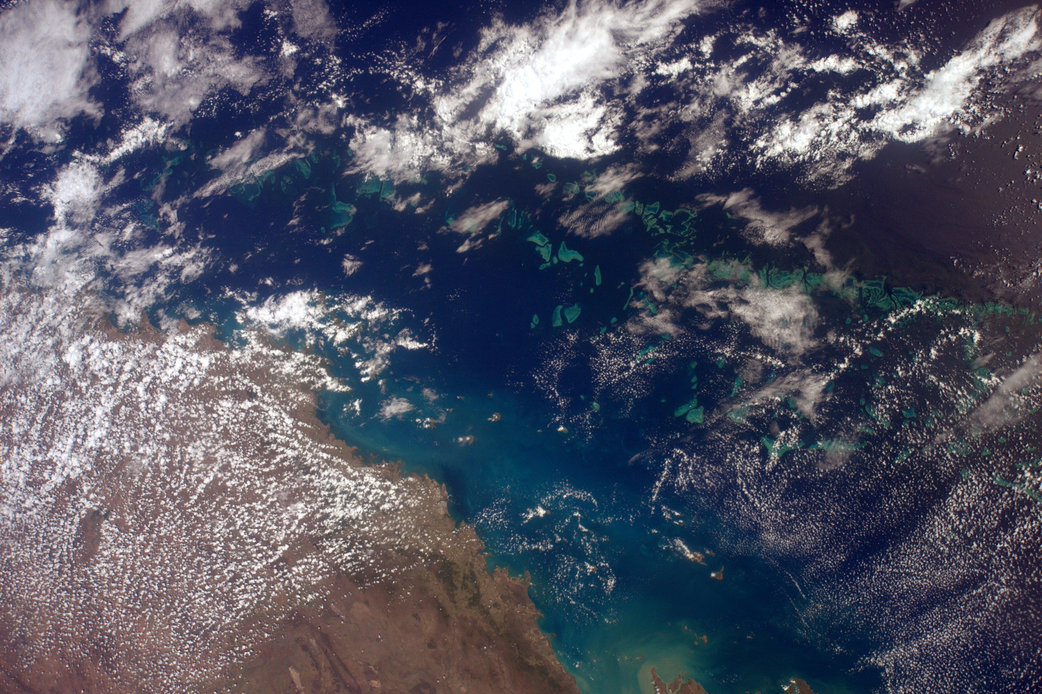 And then this came into view. Amazing! Part of the Great Barrier Reef in the Coral Sea. #Australia #HelloEarth http://t.co/uPRiy2x46i