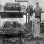 Casting an engine block for a B-type bus. Associated Equipment Company (AEC) works #Walthamstow #London http://t.co/7CRzwBjouG