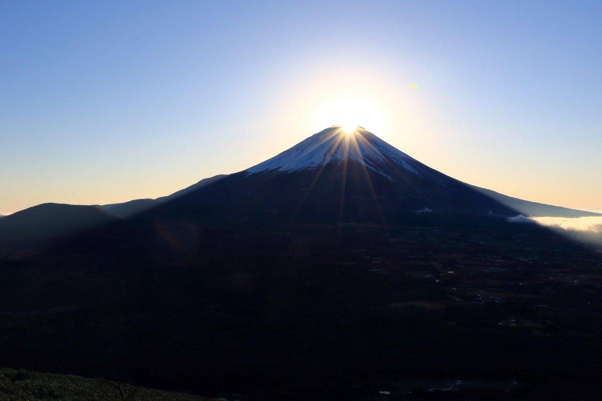 美しいダイヤモンド富士の風景。竜ヶ岳にて http://t.co/yvNNNw9U1e