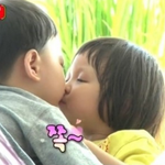 "Man Se Smooches Chu Sarang on the Lips on ""Superman Returns"" http://t.co/wAKse0M9Ij http://t.co/x9Do2wZsTB"