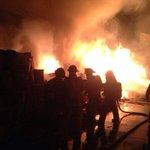 Los @BVoluntarios controlan #incendio en el interior de una fosforera en Av. Petapa y 37 calle, zona 12 http://t.co/AgAOUAr7hM