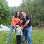 El es Marcelo Crovato, preso arbitrariamente en Yare 3. Sus hijos. Su esposa. Una familia sin Navidad #fuerzamarcelo http://t.co/2GWe9nhBUF