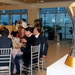 La copa del #MundialDeClubes presidió la comida de Navidad de los veteranos http://t.co/QxkpRXOD6K #HalaMadrid http://t.co/ZP1vWDzrKF