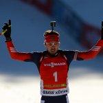 Антон Шипулин выиграл золото в масс-старте на этапе Кубка мира по биатлону в Поклюке http://t.co/BsPcrSrI6H #биатлон http://t.co/2JCU1svvS8