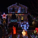 Flashing, musical home on Chincook has a Xmas countdown clock, Santa & friends talking to people, & covers 2 homes #h http://t.co/mdYoXtzXxz