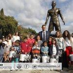 Cristiano Ronaldo inaugura una estatua con su figura en Madeira. Conoce los detalles: http://t.co/N1sf4i8ot6 http://t.co/dXTkdcJIhw