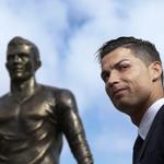 #Farándula: Cristiano Ronaldo inaugura una estatua con su figura en Madeira. Detalles ►► http://t.co/Lz3gnzFyJ3   http://t.co/2xAvZDUs1d