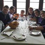 Representantes de peñas del #pucela y su presidente de comida de navidad, hoy @realvalladolid esperamos una alegria http://t.co/nVo5fGRgHw