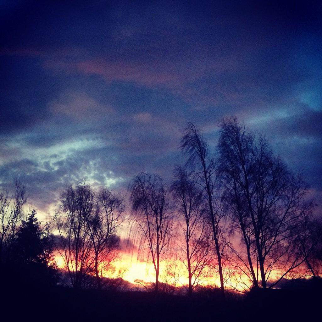 Solstice sunrise & sunset - isn't nature wonderful? http://t.co/ZgBb862qLT