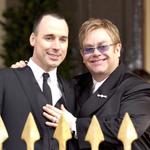 """""""@nacion: Elton John contrajo matrimonio con su compañero de hace 21 años http://t.co/d73YRmijxm Vía @nacion_viva http://t.co/Tp5G13w3Ft"""" ❤️"""