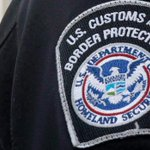 Canadian man shot by guards at Detroit border after pointing gun at them: officials http://t.co/PUMoFMZKJu http://t.co/nEVptY2Gxt