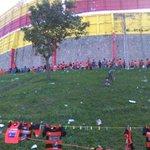 Largas colas de aficionados de @cdaguilaoficial esperan entrar al Estadio Vía @cravelar http://t.co/d1tJxFwbxp