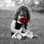 نُحب من أول نظرة ونكره من أول وموقف!! رفقاً بالمشاعر التي تسكن القلب.. هي أصعب ما نتعامل معها❗️  #تأملات http://t.co/Pap05WPfJP
