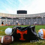 On the eighth day of Christmas Santa gave us a @Vol_Football Bowl Practice inside @Neyland_Stadium http://t.co/tF1NwOepaG
