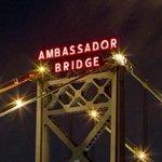 Canadian shot by U.S. border guards at Ambassador Bridge http://t.co/rpE2GG9Fre http://t.co/naSOyJqn7i