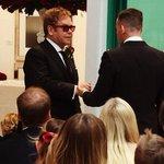 O cantor Elton John se casa com o produtor musical com quem vivia há 21 anos http://t.co/jC5cOGmz7v #G1 http://t.co/FUgaDfxPNk