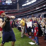 J.J. Watt playing catch with fans on the sidelines, who love every second of it. (Pic via @USATODAYsports) http://t.co/nn0ZjfEExJ