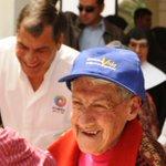 Pdte. @MashiRafael junto a Min. @BettyTola llegan a Hogar Corazón de María #Quito para compartir almuerzo por Navidad http://t.co/CHwit5ET3z