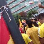 LA GENTE AMARILLA DE CORAZÓN ¡¡¡ APOYANDO HASTA EN LA CONCENTRACION @Hincha_Amarillo @PuebloAmarillo http://t.co/LfVYZj9rP3