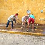 Ciudadanos y empresarios comprometidos lavando esquinas d la calle 59 @ferortegab @AnaMarthaE @RSalesH @VialCampeche http://t.co/temueZcYa4
