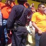 RT @pablocorozo: Agentes de la PNC ponen orden en conflicto de aficionados aguiluchos por disputa de asientos #LMF http://t.co/GjKDvY03CJ