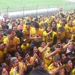 ¡Una euforia total se vive en el Monumental! @SofiaCaiche anima las barras amarillas en #LaFinalDelSigloPorTC http://t.co/6uWd45tETp