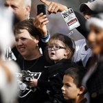 #Raiders already have winning story today: Player donates game check to sick girl. http://t.co/1gAeUdTSeC http://t.co/bsgJyqXb1F